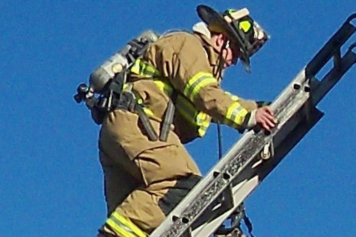 picture ladder climbing